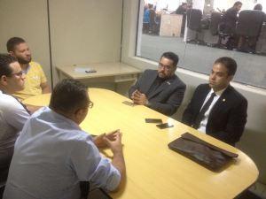 Vereadores Marcio Martins e Julierme Sena escutam as demandas do Sindicato dos Vigilantes do Ceará.